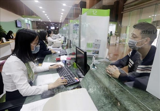 Banks continually cut lending rates to aid pandemic-affected customers hinh anh 1