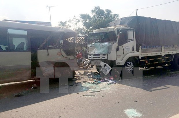 Traffic accidents, fatalities drop sharply in eight months hinh anh 1