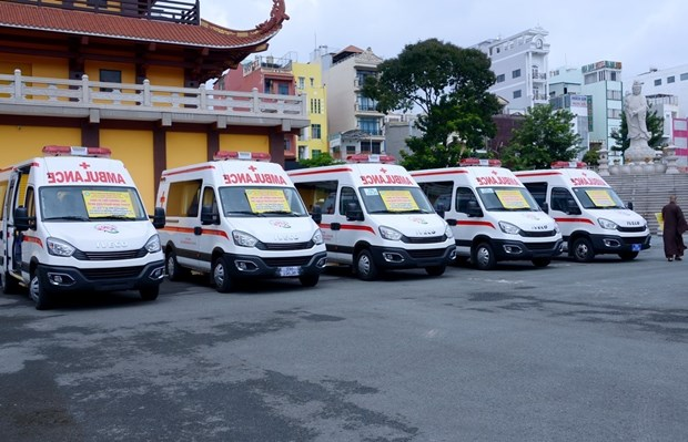 HCM City Buddhist Sangha donates ambulances to help with COVID-19 prevention, control hinh anh 1