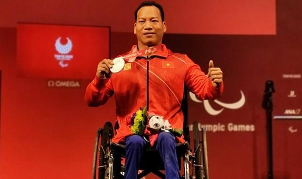 Powerlifter Le Van Cong wins silver at Tokyo 2020 Paralympics hinh anh 1
