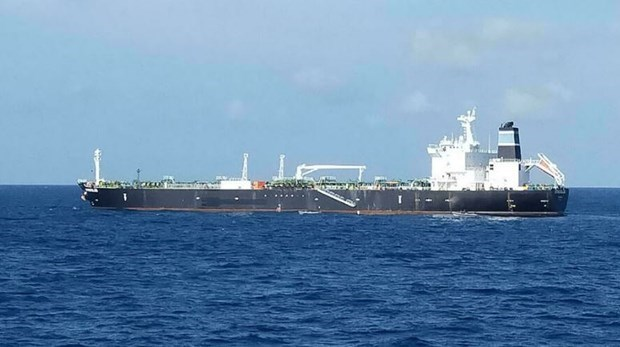 Indonesian navy seizes oil tanker wanted in Cambodia hinh anh 1