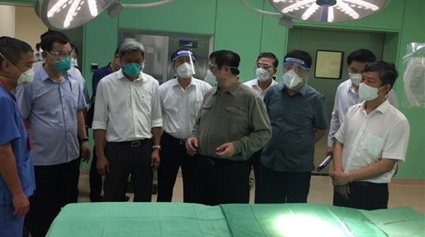PM inspects COVID-19 treatment facilities in Binh Duong hinh anh 1