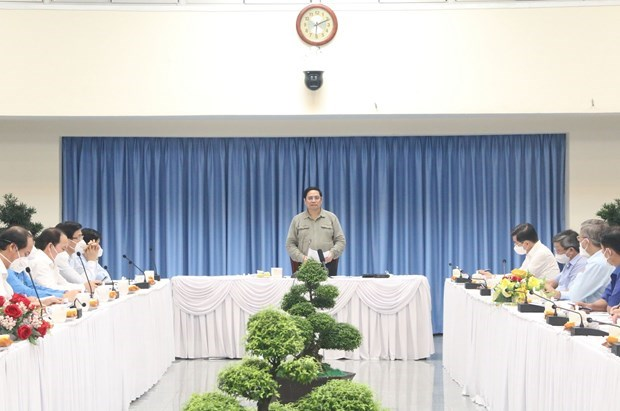 PM inspects COVID-19 prevention and control in Dong Nai province hinh anh 1