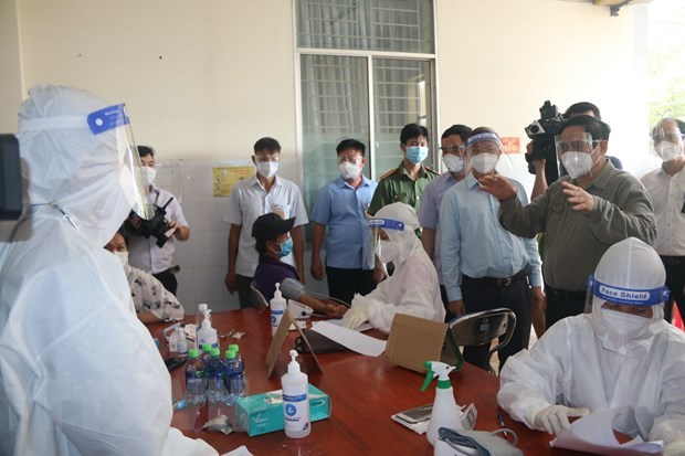 PM inspects COVID-19 prevention and control in Dong Nai province hinh anh 2