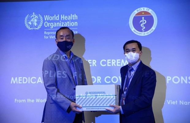 WHO presents medical supplies to support Vietnam's COVID-19 fight hinh anh 1