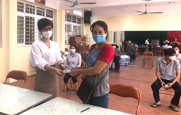 Hanoi offers over 33 million USD worth of financial aid to pandemic-hit people hinh anh 1