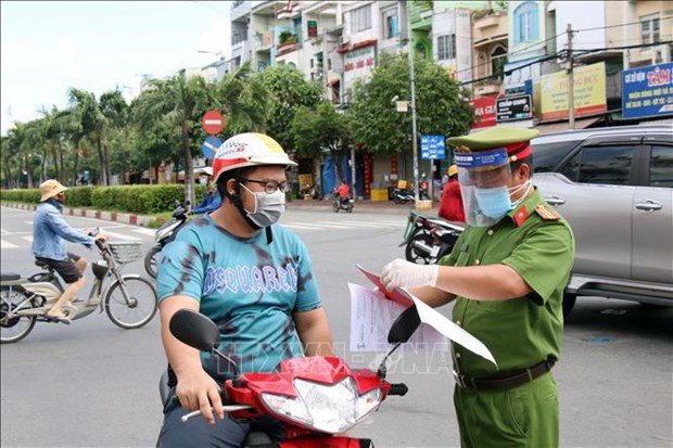 HCM City sees positive signals after tightening COVID-19 control measures hinh anh 2