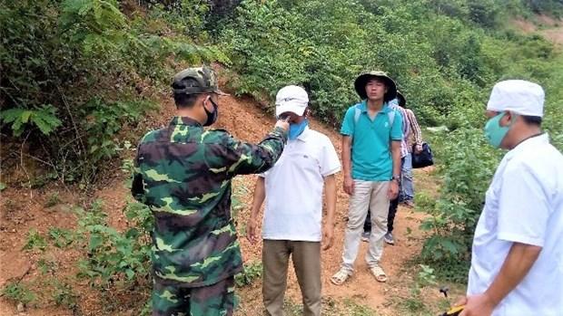 Quang Ninh hands over wanted Chinese man to China hinh anh 1