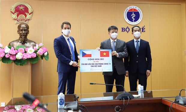 Vietnam receives over 250,000 doses of COVID-19 vaccines from Czech Republic hinh anh 1