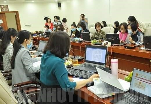 HCM City offers tax breaks to household businesses hit by COVID-19 hinh anh 1