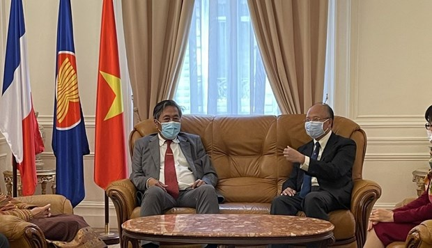 Lao ambassador to France congratulates Vietnam on 76th National Day hinh anh 1