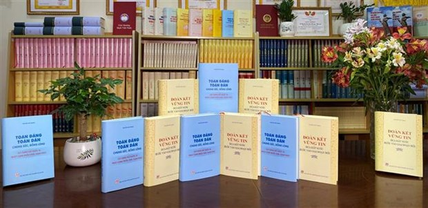 Party chief's two books introduced to public hinh anh 2