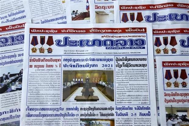 Lao newspaper hails Vietnam's achievements, Laos-Vietnam ties hinh anh 1
