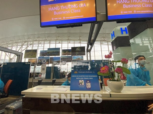 Vietnam Airlines pilots IATA Travel Pass on flight to Europe hinh anh 1