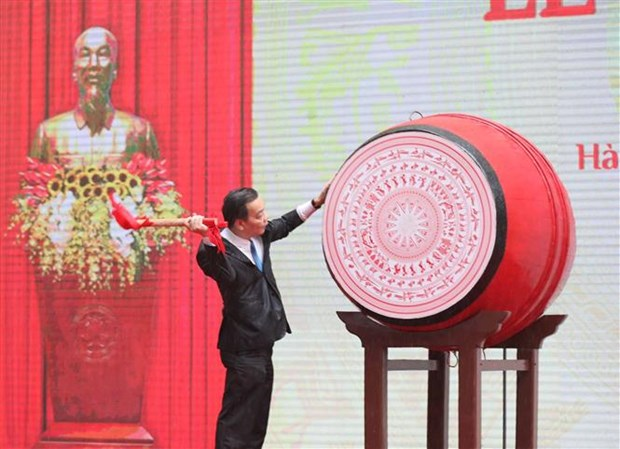 Millions of students attend virtual opening ceremonies of new school year hinh anh 1