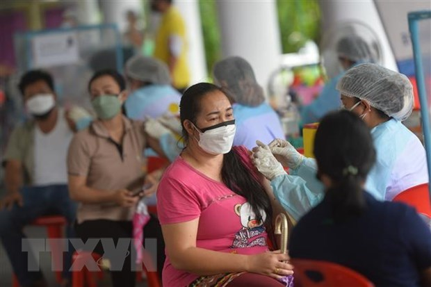 COVID-19: Philippines to ease quarantine restrictions, Cambodia logs increasing daily cases hinh anh 1