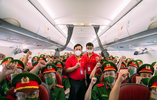 Vietjet flies nearly 1,000 policemen to support HCM City's COVID-19 fight hinh anh 1