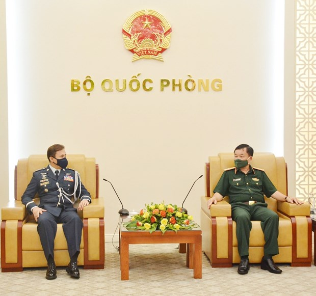 Deputy Defence Minister meets new Philippine defence attache hinh anh 1