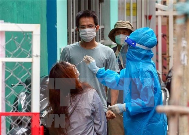 Da Nang aims to give at least one COVID-19 shot to all over-18 residents in September hinh anh 1