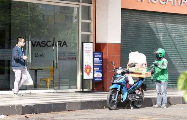 HCM City allows food and drink takeaway services hinh anh 1