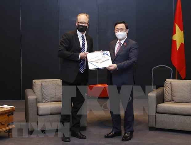 Top legislator receives Salo mayor, international entrepreneurs hinh anh 1