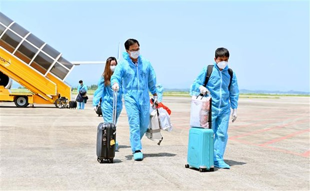 """Van Don airport welcomes passengers from US with """"vaccine passport"""" hinh anh 1"""