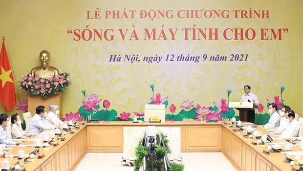 PM launches programme to provide computers for disadvantaged students hinh anh 1