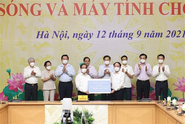 PM launches programme to provide computers for disadvantaged students hinh anh 2