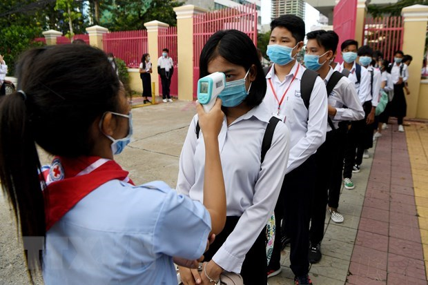 Cambodia to reopen schools, Indonesia tightens rules on foreign tourists hinh anh 1