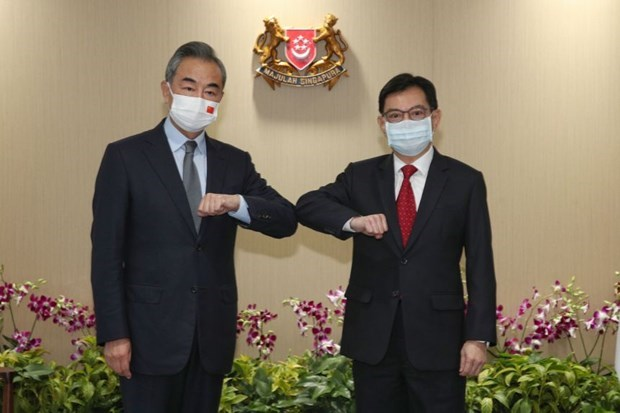 China, Singapore enhance cooperation in pandemic fight, digital economy hinh anh 1