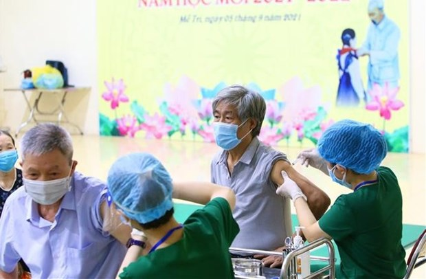Vietnam administers over 30.4 million COVID-19 vaccine doses hinh anh 1