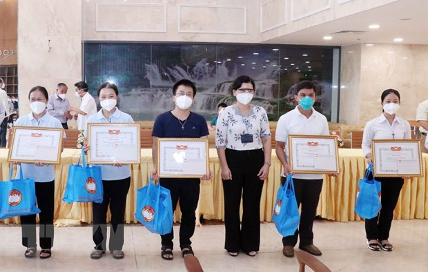 HCM City honours Catholic volunteers for COVID-19 control hinh anh 1