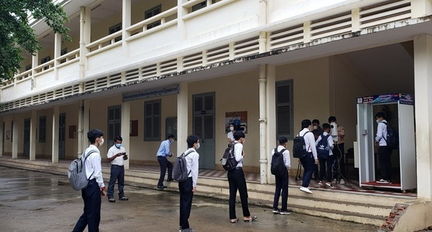Cambodian students return to school on September 15 hinh anh 1