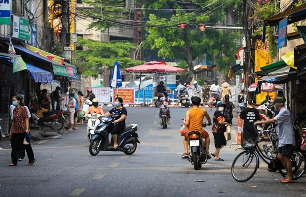 Hanoi allows resumption of some services hinh anh 1