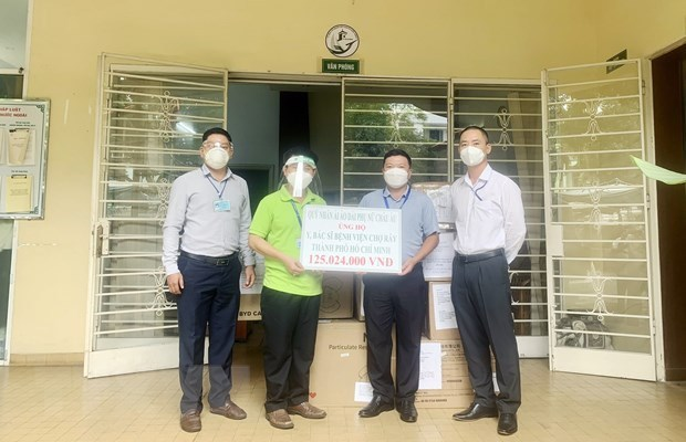 Donations give more impulse to COVID-19 fight in HCM City hinh anh 1