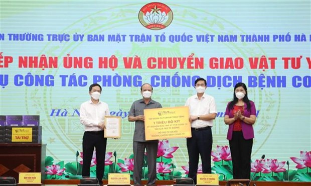 Hanoi's Fatherland Front receives 8 million USD for COVID-19 fight hinh anh 1