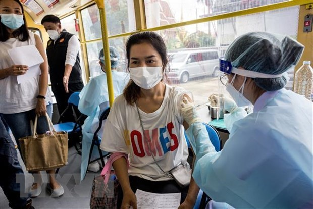 Indonesia, Philippines receive further COVAX vaccine aid, Thailand steps up vaccination hinh anh 1