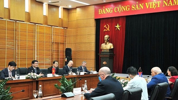Minister suggests support for firms to invest in Cuba hinh anh 1