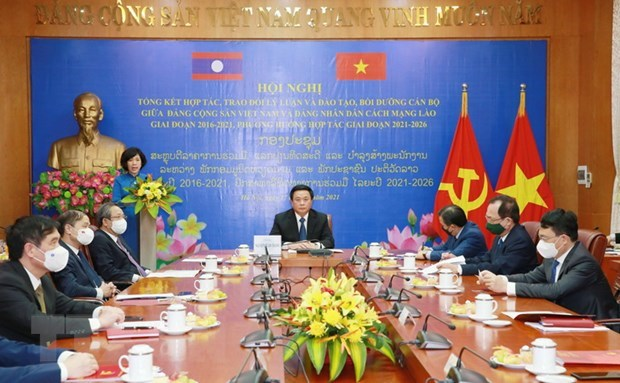 Vietnamese, Lao parties review theoretical exchange hinh anh 1
