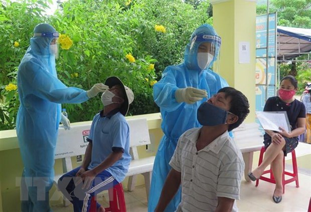 Vietnam sees drop in new COVID-19 cases in 24 hours hinh anh 1