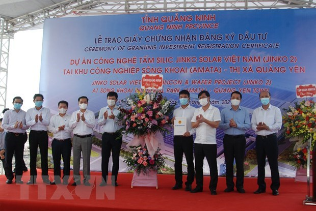 Quang Ninh grants investment registration certificate to silicon wafer project hinh anh 1