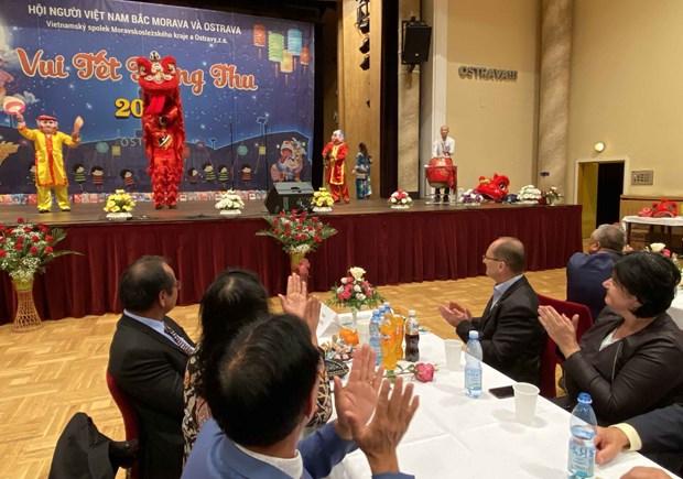 Mid-podzimní festival pro vietnamské děti pořádaný v Ostravě Hinh Anh 1
