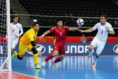 Vietnam advance to next round of 2021 Futsal World Cup hinh anh 2