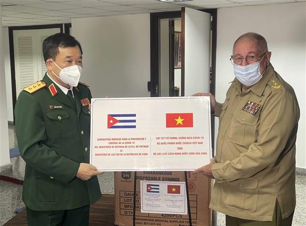 Vietnam, Cuba's defence leaders hold talks hinh anh 2