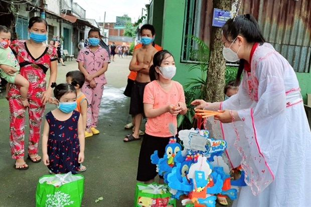 Efforts made to bring special Mid-Autumn Festival to kids amid COVID-19 hinh anh 1