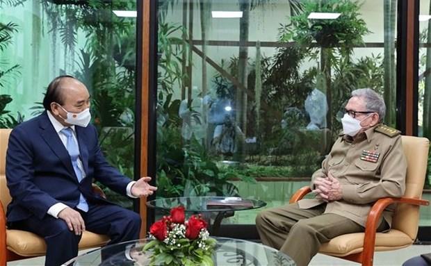 President Nguyen Xuan Phuc meets with Gen. Raul Castro Ruz hinh anh 1