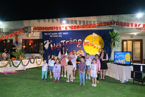 Mid-Autumn Festival celebrated in South Africa, Russia hinh anh 1