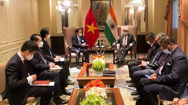 Le ministre des Affaires étrangères Bui Thanh rencontre ses homologues étrangers à New York Hinh Anh 2
