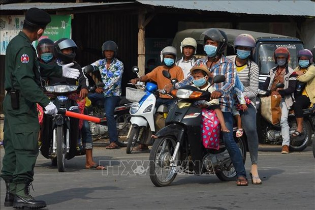 ADB lowers economic growth forecast for Cambodia hinh anh 1