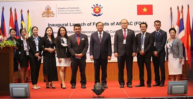 ASEAN Regional Mine Action Center launches FOA group hinh anh 1